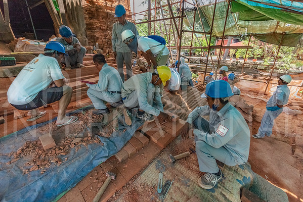 WH Volunteers at Wat Bakong