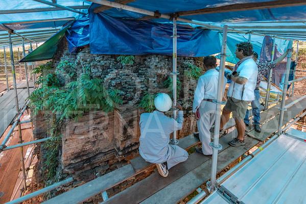 Conservation Efforts on Prasat at Wat Bakong