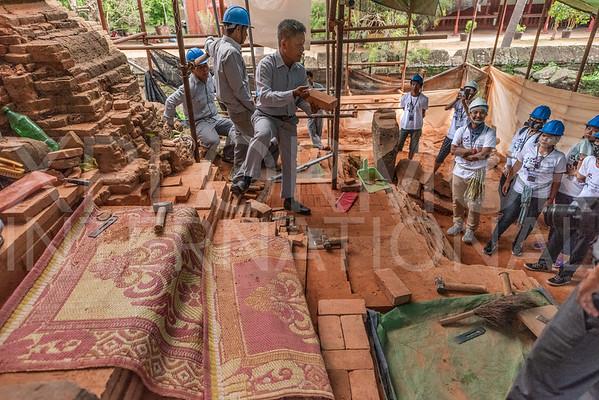 WH Volunteers at Wat Bakong