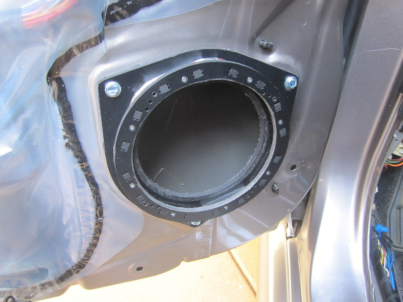 "Speaker adapter    from  <a href=""http://www.car-speaker-adapters.com/items.php?id=SAK036""> Car-Speaker-Adapters.com</a>   installed"