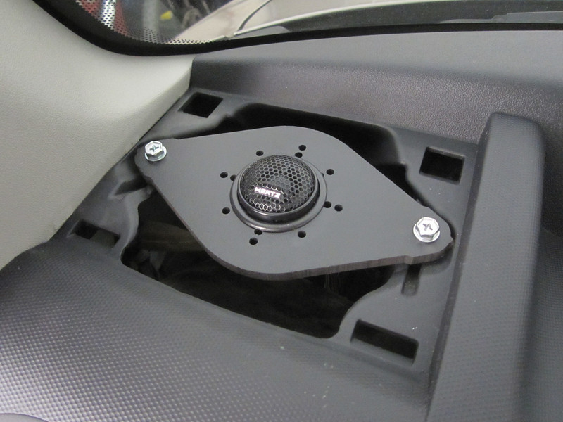 """Aftermarket tweeter and tweeter adapter  from  <a href=""""http://www.car-speaker-adapters.com/items.php?id=SAK012""""> Car-Speaker-Adapters.com</a>   installed"""
