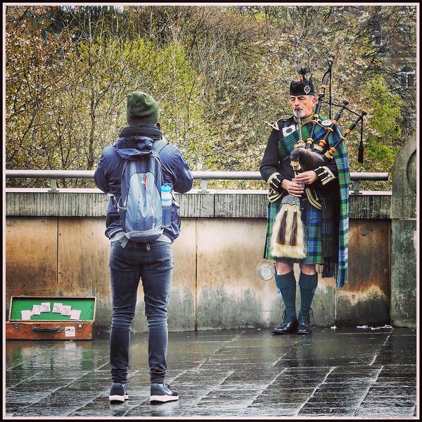 Shooting the Piper#photographer #shooter #camera #piper #bagpipes #sporran #kilt #mound #edinburgh
