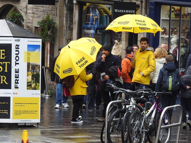 Free Tour #edinburgh #tourist #instatravel #royalmile #streetphotography #umbrella
