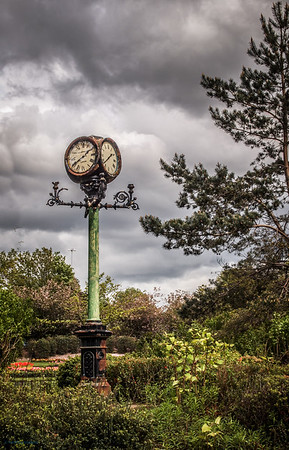 Lamp Post Clock