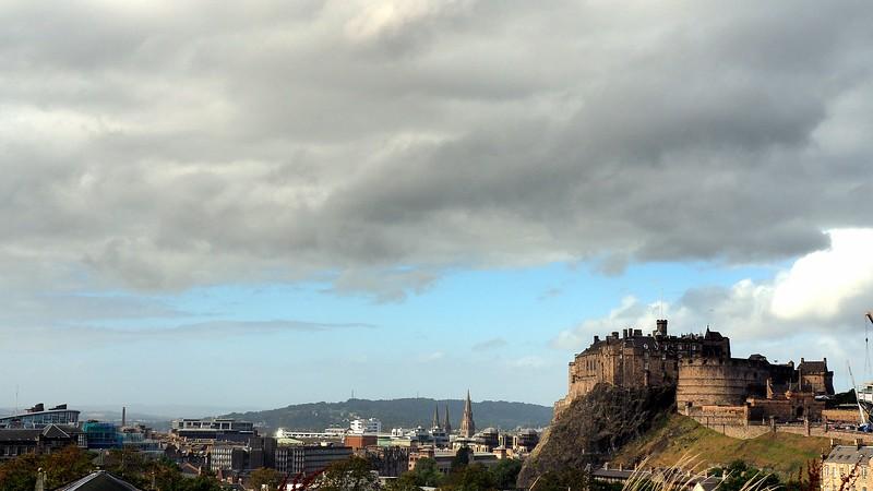 Views of Edinburgh Castle on an overcast afternoon from a far away vantage point