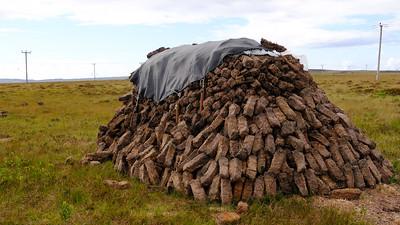 Drying peat for smoking barley