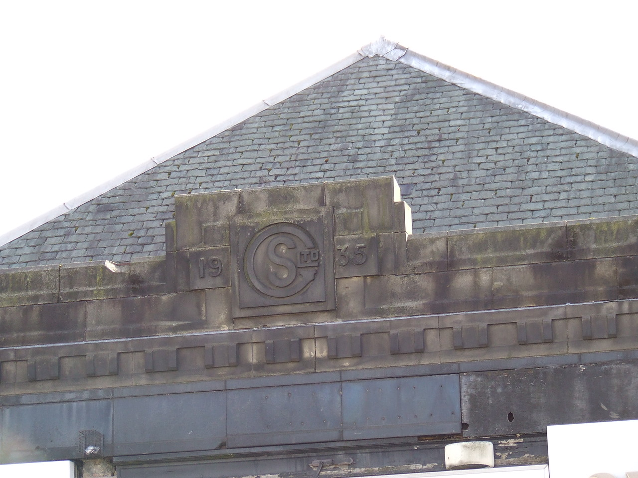 The building dates from 1935, and the familiar sight on all Galbraith's was the stone GS and the year it was built, in this case 1935