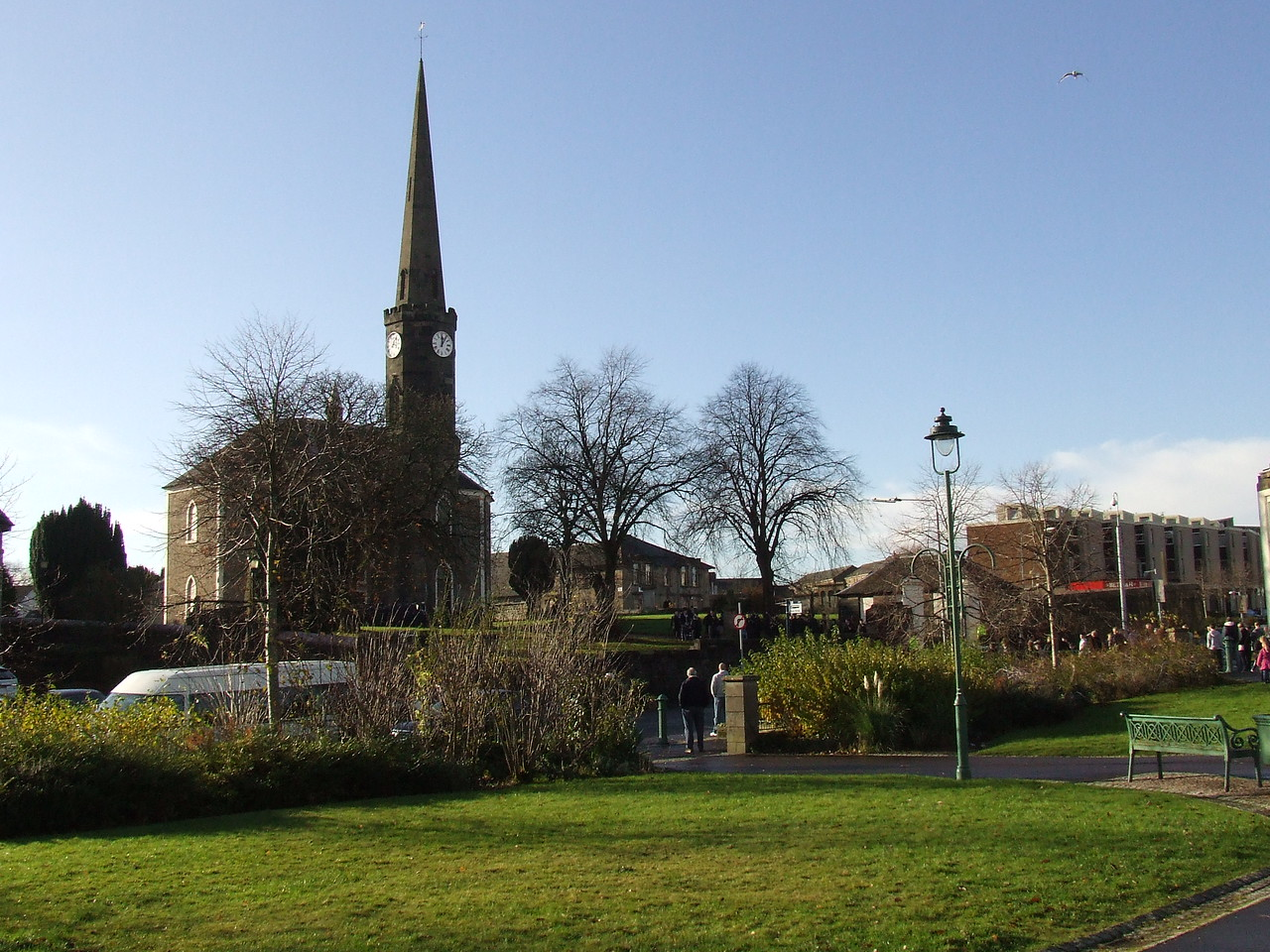 Ludovic Square and Johnstone High Parish Church