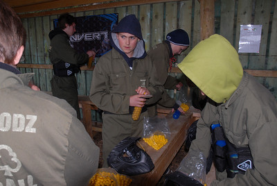 Alex Johnston  geting munitions