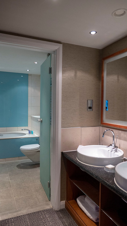 The Glasshouse Hotel in Edinburgh: The bathroom