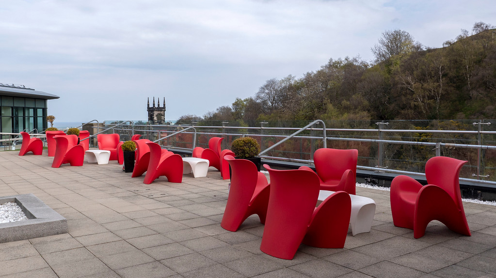 The Glasshouse Hotel in Edinburgh: Roof garden facing Calton Hill