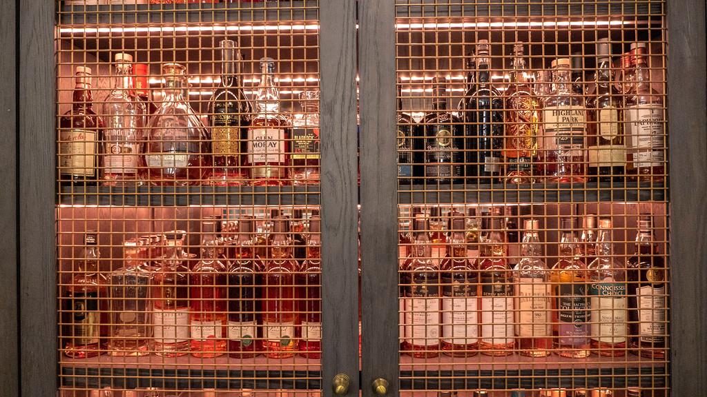 The Glasshouse Hotel in Edinburgh: The Snug has 100 Scotch whiskies