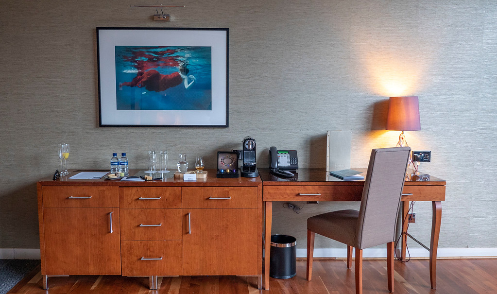 The Glasshouse Hotel in Edinburgh: Desk and working space