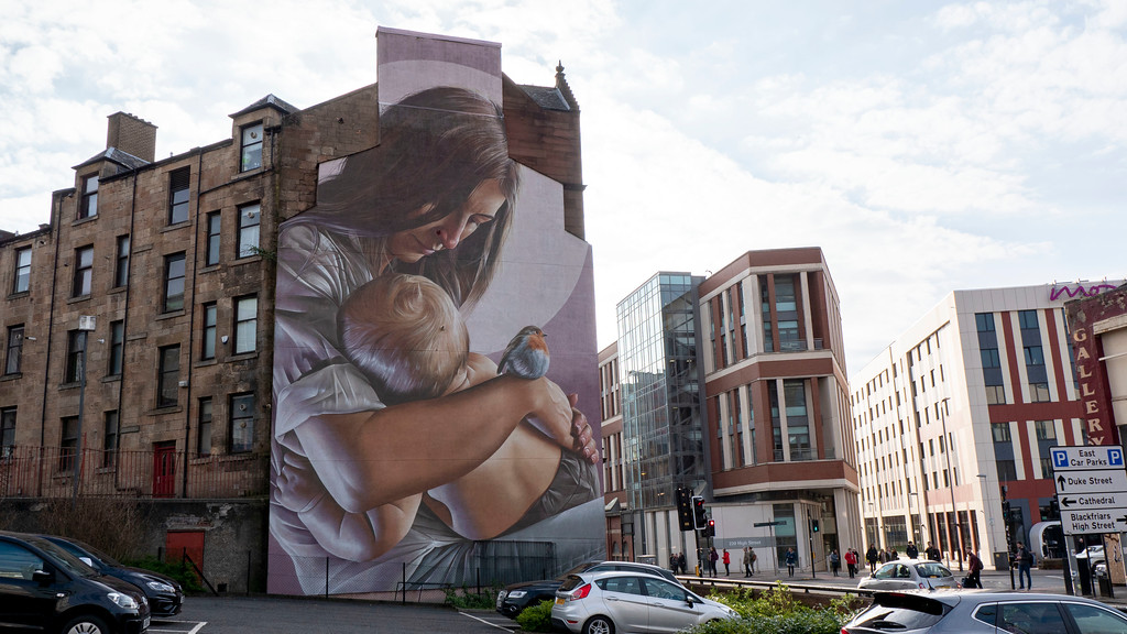 Street art in Glasgow: St Enoch and Child