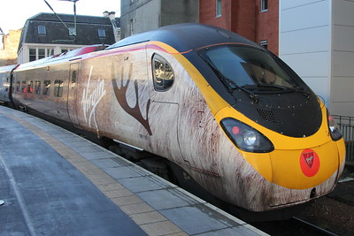 "Virgin Trains #Traindeer Pendolino 390 112 ""Virgin Star"" at Glasgow Central. 3 January 2015"