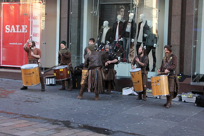 Glasgow Street Theatre with Clanadonia in Buchanan Street. 3 January 2015