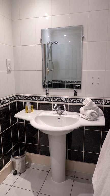 Ballachulish Hotel in Glencoe Scotland - Bathroom