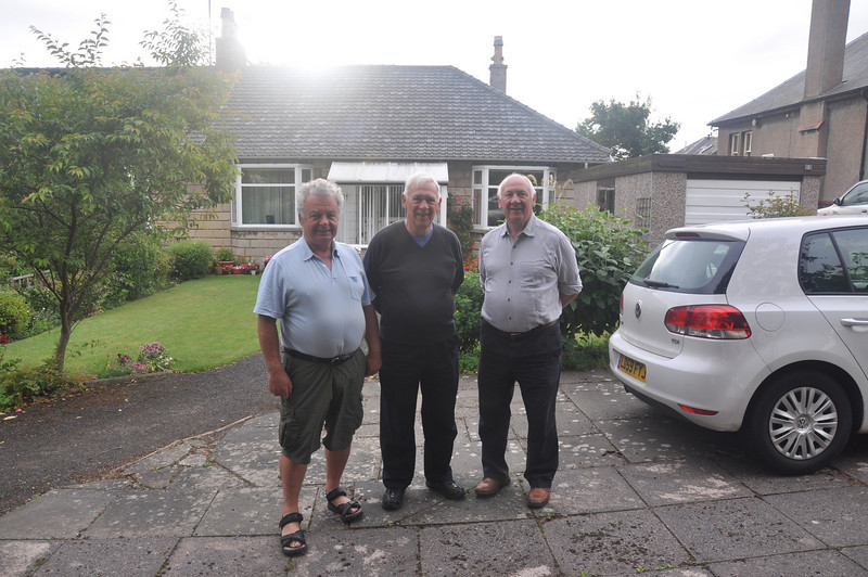 We must say bye bye now. The three musketeers - Ian, Russ & Andy - outside Nan Stewart's house in St Andrews, Fife