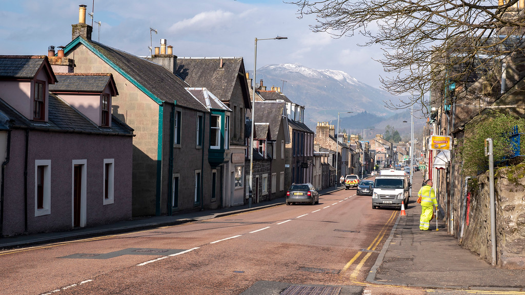 The town of Callander, Scotland with mountains in the distance.