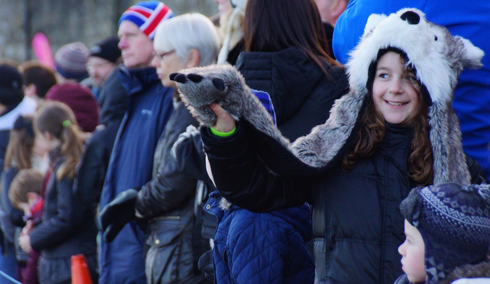 A couple of cute kids waiting along the spectator row for the Loony Dook to begin.