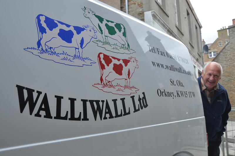Three cows and two wallis