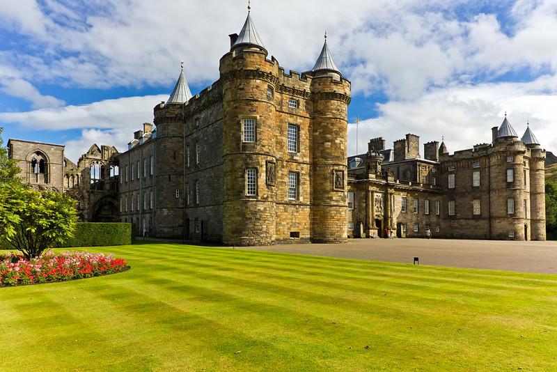 SCOTLAND-EDINBURGH-PALACE OF HOLYROODHOUSE