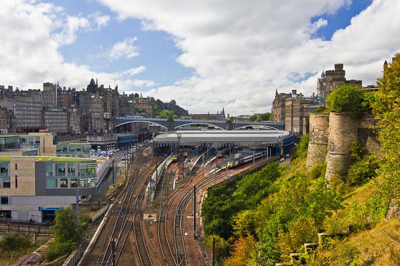 SCOTLAND-EDINBURGH-TRAIN STATION