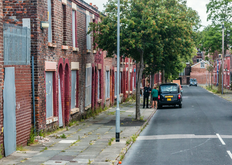 UK-LIVERPOOL-MAGICAL MYSTERY TOUR-RINGO STARR HOME ON LEFT BY TAXI