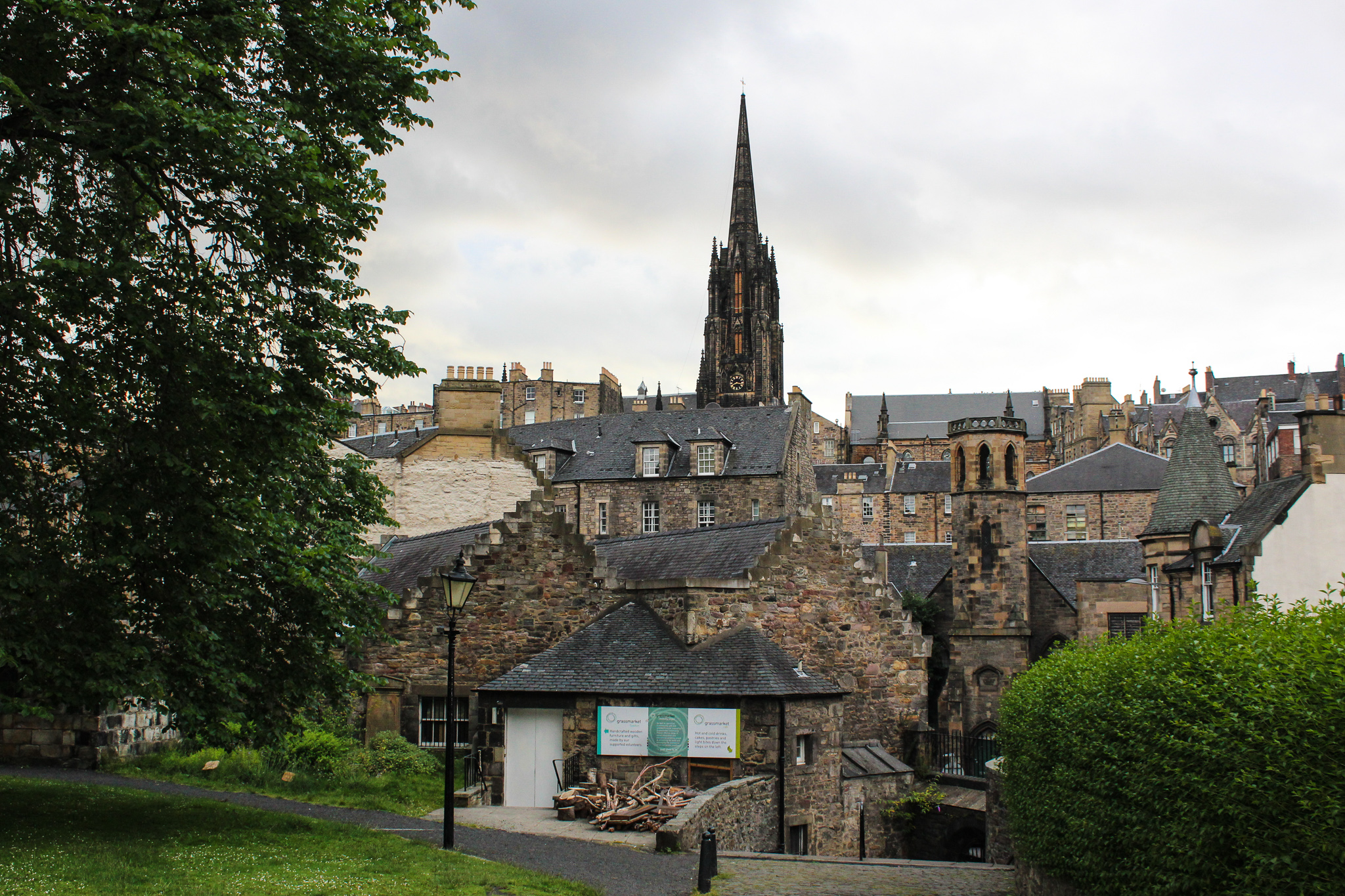 itinerary for edinburgh includes wandering the old town
