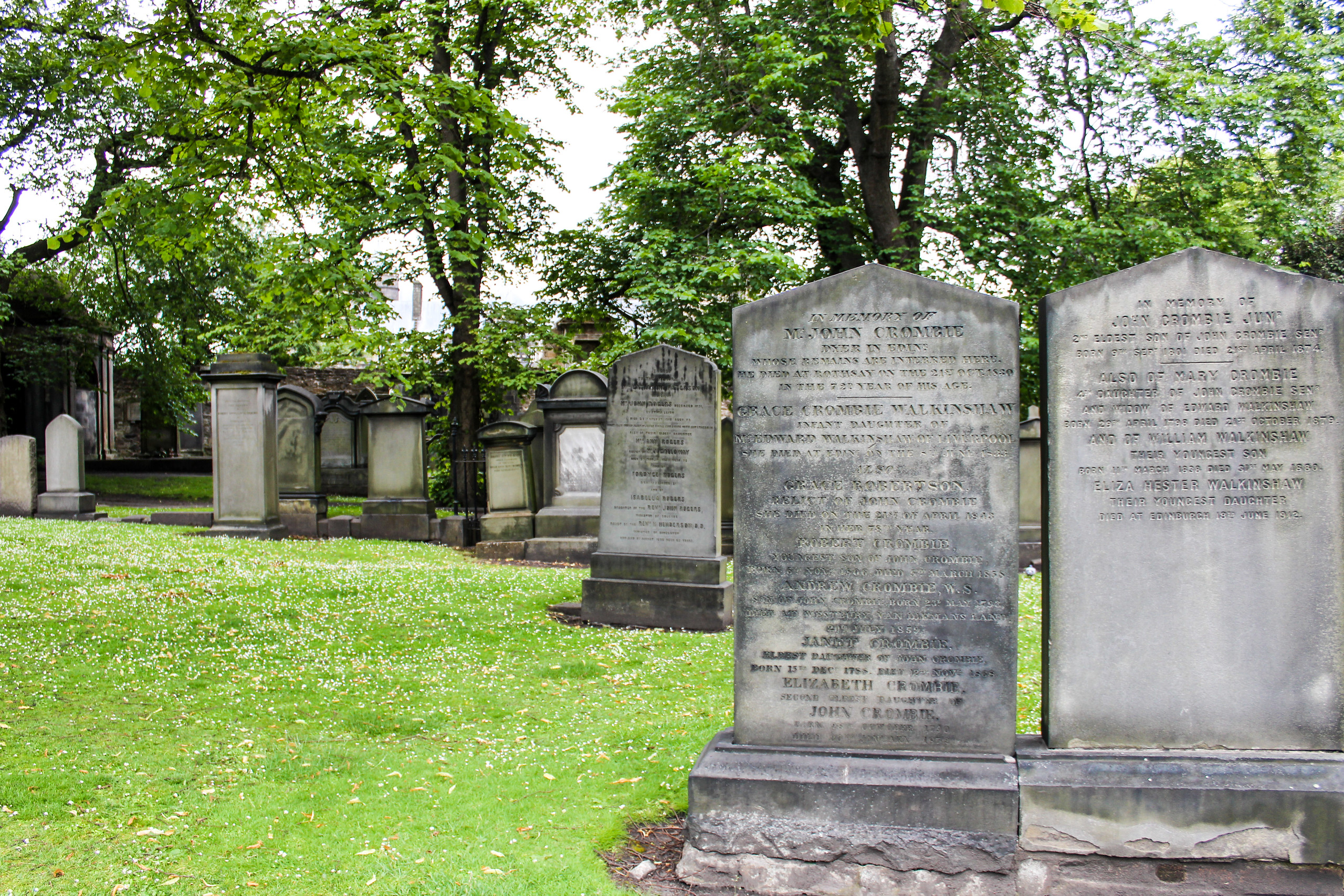 edinburgh 2 days itinerary: don't miss the spooky cemetery