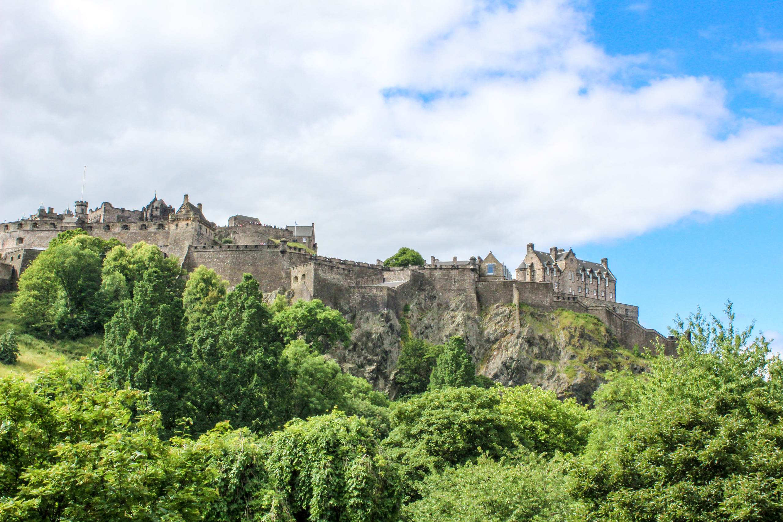 travel advice for scotland: go to the edinburgh castle early