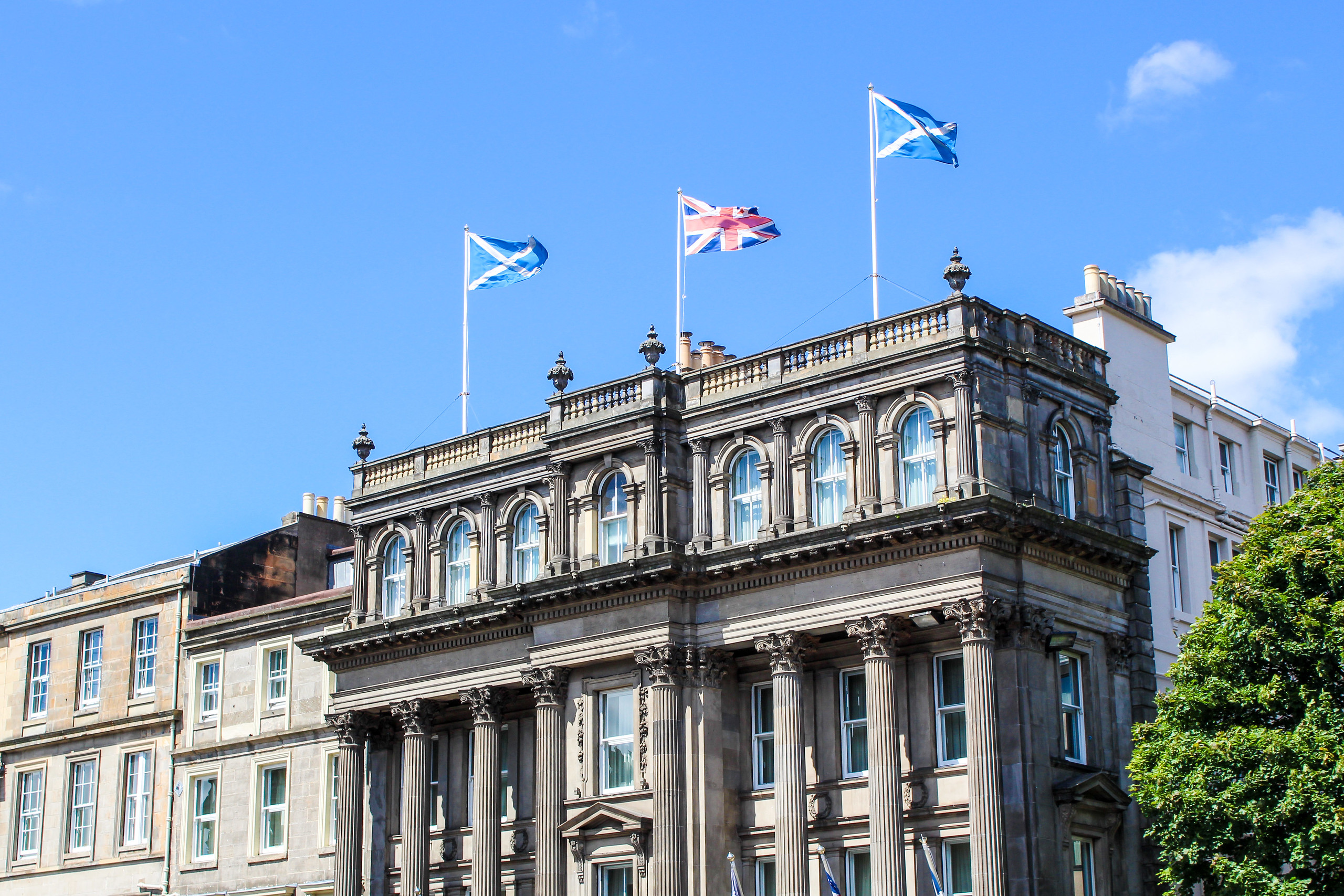 two days in edinburgh: enjoy a sunny day in the city