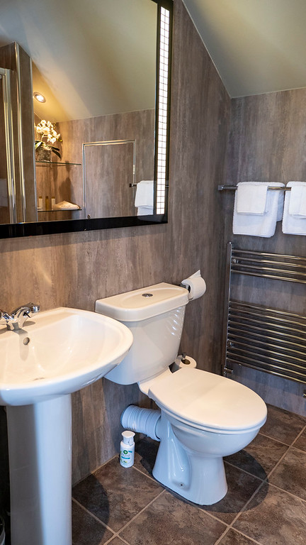 Stirling Luxury Apartments: Bathroom