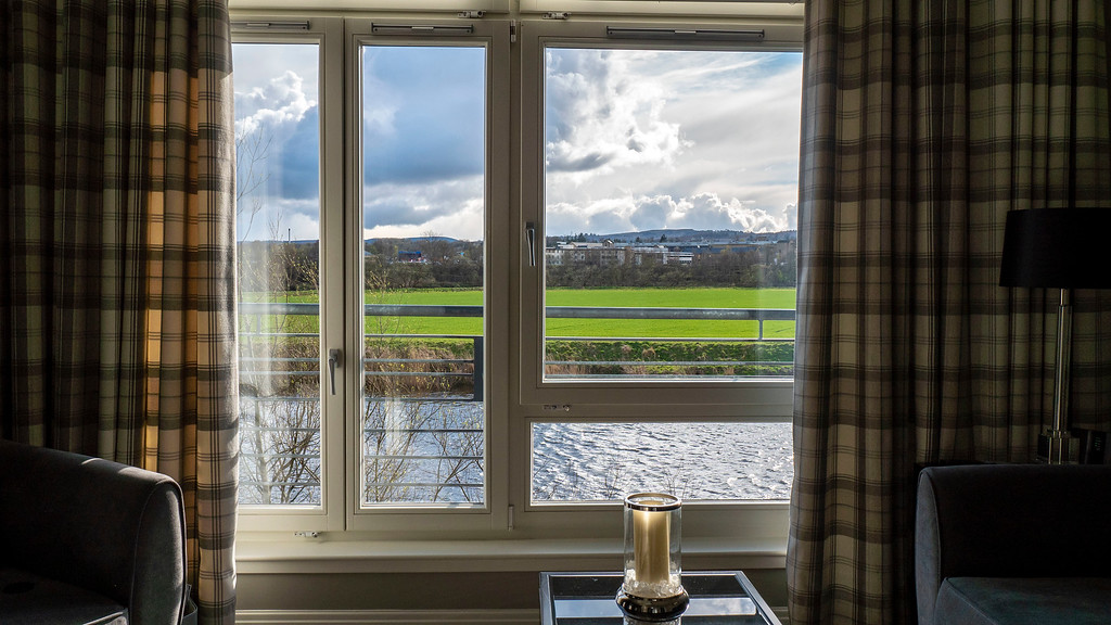 Stirling Luxury Apartments: Huge windows with beautiful views
