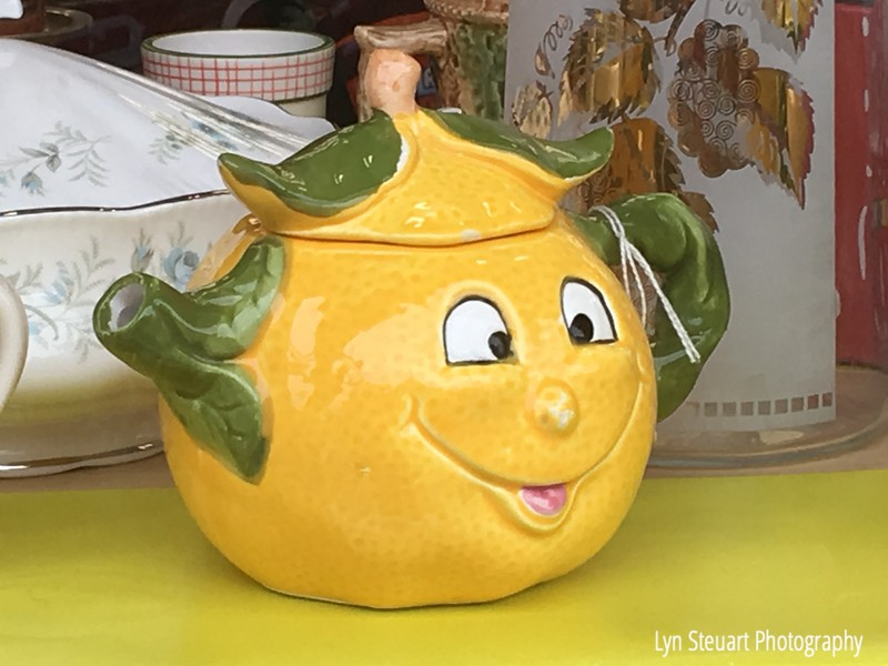Such a cheerful teapot!
