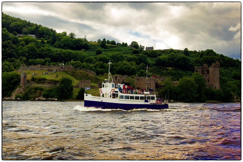 Urquhart Castle and the Jacobit Queen on Loch Ness, Scotland