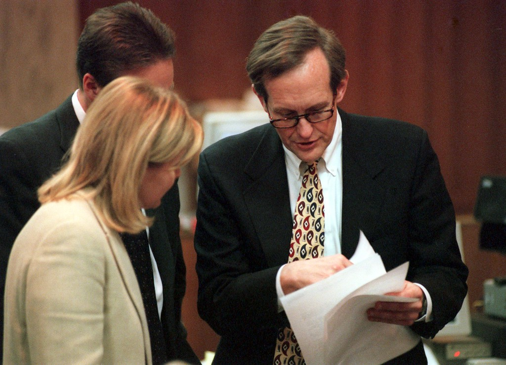 ". James Feeney, attorney for Warner Bros. and The Jenny Jones Show, chats with talk show host Jenny Jones during a short break in the $50 million wrongful death suit brought by the family of Scott Amedure against The Jenny Jones Show in Oakland County Circuit Court in Pontiac, Mich, Tuesday, April 13, 1999. The Amedure\'s family is suing the show distributor Warner Bros. and producers Telepictures Production contending the show\'s ""ambush\"" TV tactics drove Jonathan Schmitz to shoot Amedure 1995. (Ap Photo The Oakland Press, Charlie Cortez, pool)"
