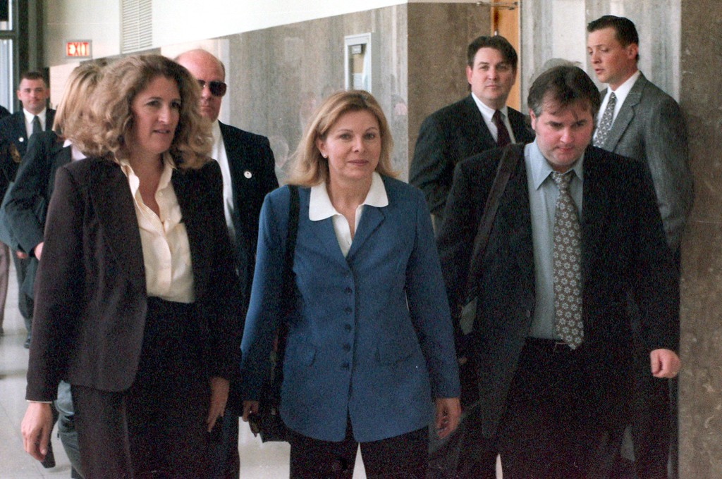 . Warner Bros. attorney Zazi Pope, left, and executive producer Ed Glavin escort talk show host Jenny Jones,  into the Oakland County courthouse for closing arguments during the $50 million wrongful-death suit brought by the family of Scott Amedure against The Jenny Jones Show in Oakland County Circuit Court in Pontiac, Mich., Wednesday  May 5, 1999. The Amedure\'s family is suing the show distributor Warner Bros. and producers Telepictures Production contending the show\'s ambush TV tactics drove Jonathan Schmitz to shoot Amedure 1995. (AP Photo/Charlie Cortez, Pool)