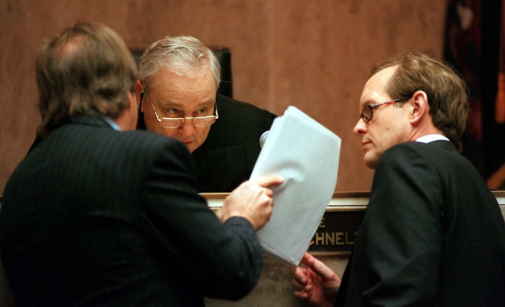 ". Geoffrey Fieger,left,  attorney for the family of Scott Amedure and James Feeney, attorney for Warner Bros. and The Jenny Jones Show, talk to Judge Gene Schnelz during the $50 million wrongful death suit brought by the family of Scott Amedure against ""The Jenny Jones Show\"" in Oakland County Circuit Court in Pontiac, Mich., Wednesday April 7, 1999.  The Amedure\'s family is suing the show distributor Warner Bros. and producer Telepictures Productions contending the show\'s \'ambush\' TV tactics drove Jonathan Schmitz to shoot Amedurein 1995 (AP Photo The Oakland Press, Charlie Cortez, Pool)"