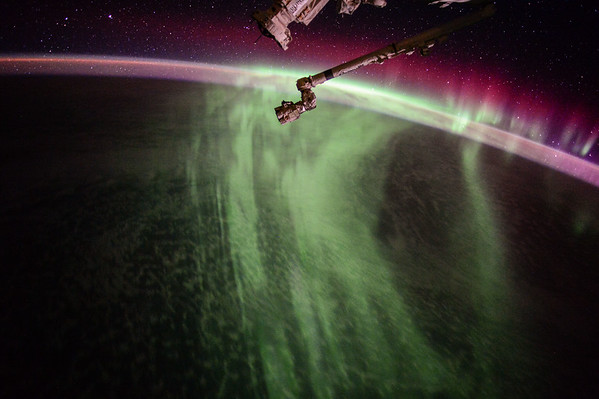 MondayMotivation Caught this spellbinding #Aurora out our window this weekend. My new header for you! #YearInSpace