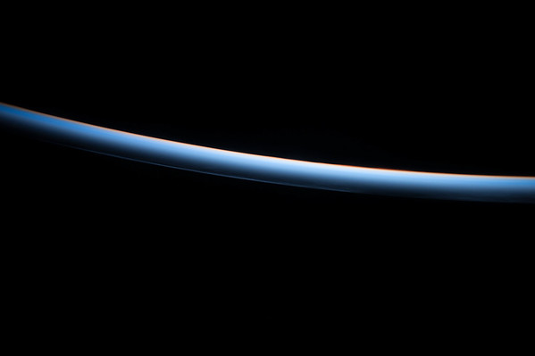 Noctilucentclouds over the #Pacific Ocean this morning. #YearInSpace