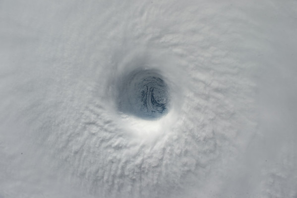 My colleague @Astro_Kimiya took this photo of the eye of this Eastern Pacific typhoon. Impressive! #YearInSpace.