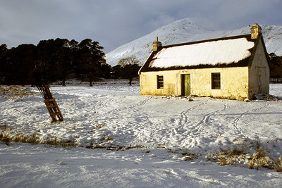 White Cottage, Glen Affric, when it was a bothy.  31/12/79