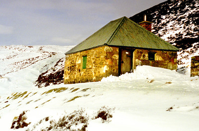 Yet another Schiehallion bothy.  20/02/00