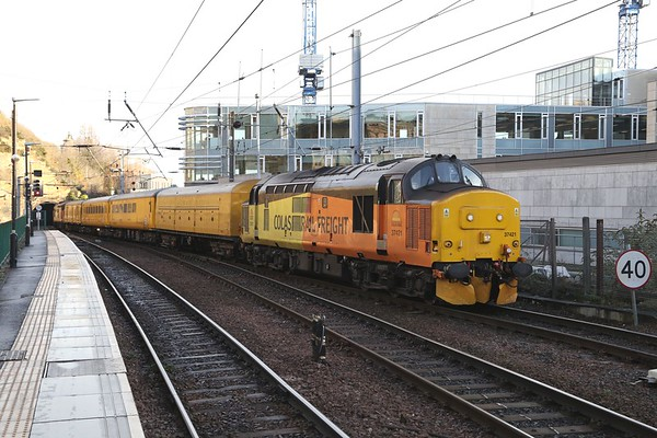 37421 brings a late running 1Q24 1038 Heaton - Newcastle via Glasgow Queen St through Waverley, with 37219 on the rear