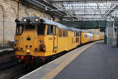 31233 gets a late platform change as a result of late running, and catches me off guard.   3Z05 Heaton - Aberdeen