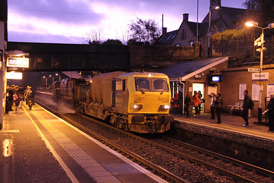 DR98910 in impossible light for a moving subject passes Polmont westbound at 0725 for the Grahamston branch