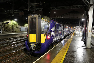 385010 heads up 1R34 2130 to Edinburgh with 385107 on the rear