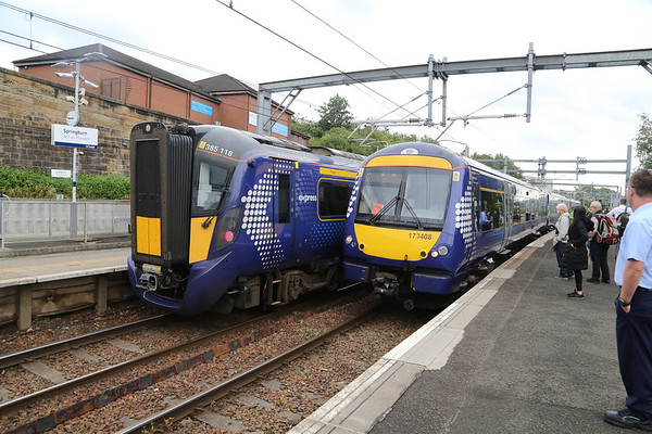 385118 and 170408 - the latter being the 0715 from Kirkcaldy which I will take to Queen Street.