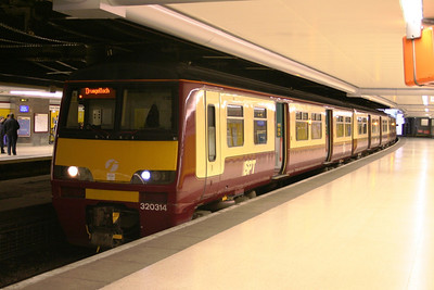 320314 at Glasgow Queen Street Low Level